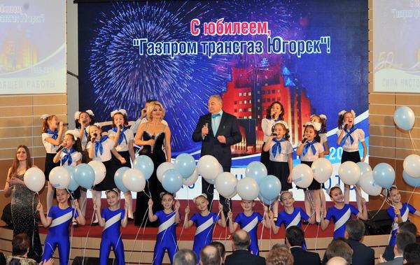 Алла Ладыга иСергей Пивоваренок исполняют финальную песню