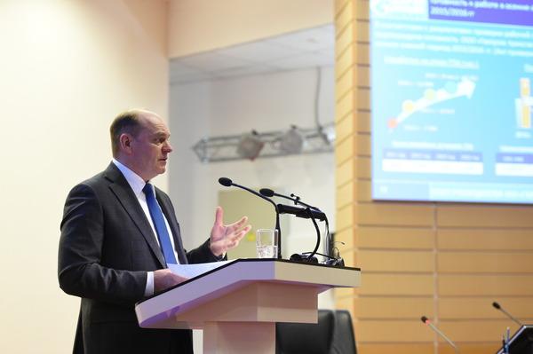 С докладом выступает генеральный директор Общества Петр Созонов