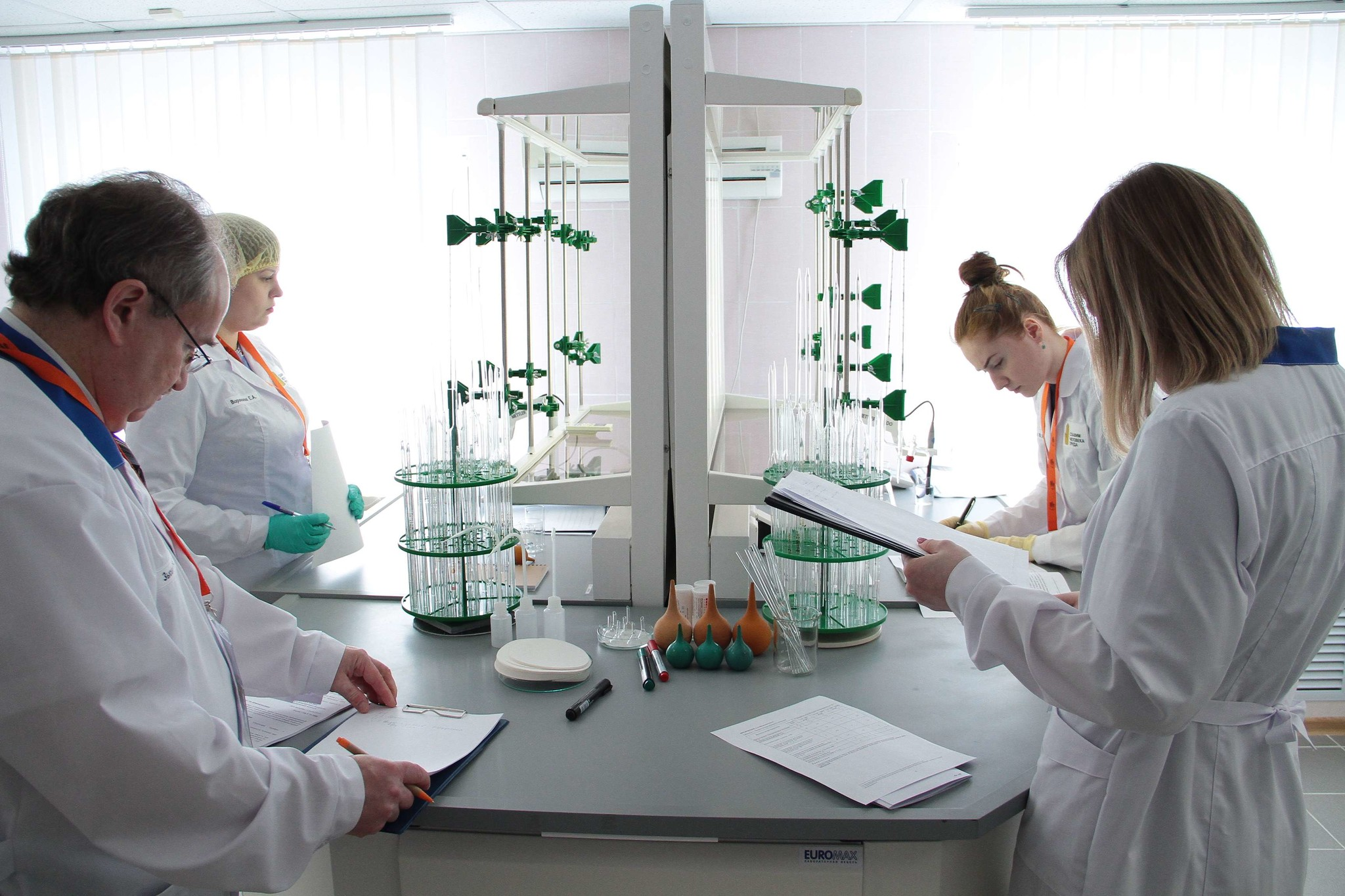 Конкурсная площадка в химической лаборатории Комсомольского ЛПУМГ ООО «Газпром трансгаз Югорск»